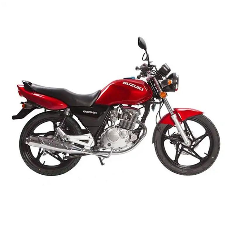Motocycle SUZUKI EN125-2A Monocylindre 5 vitesses en Rouge